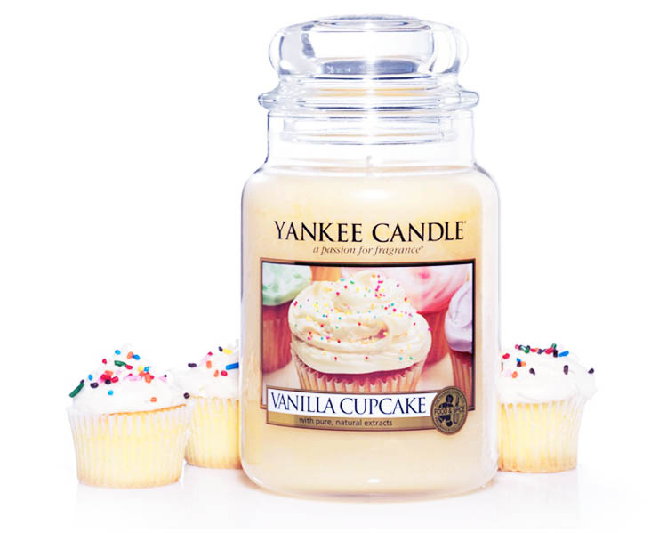 vanilla cupcake large ambient2 1